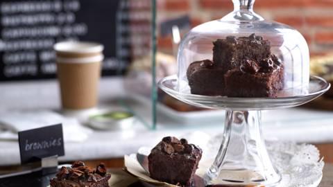 Čokoladni brownie sa višnjama i kafom