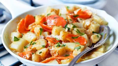 Jelo iz tiganja od krompira i šargarepe