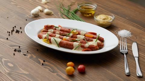 Roštiljske kobasice sa umakom od senfa