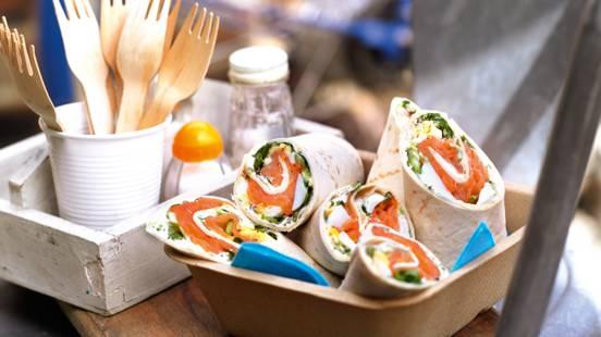 Tortilje sa lososom, zelenom salatom i jajetom