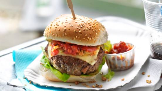 Čizburger sa domaćim kečapom