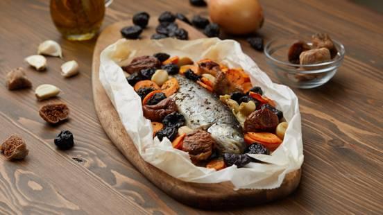 Sveža pastrmka sa suvim voćem