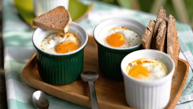 Pečena jaja sa salamom i paprikom